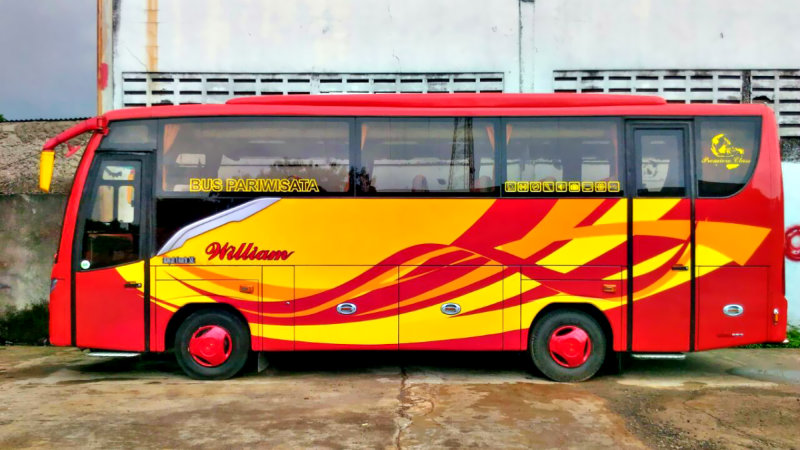 saturental - foto medium bus pariwisata william 31 seats b