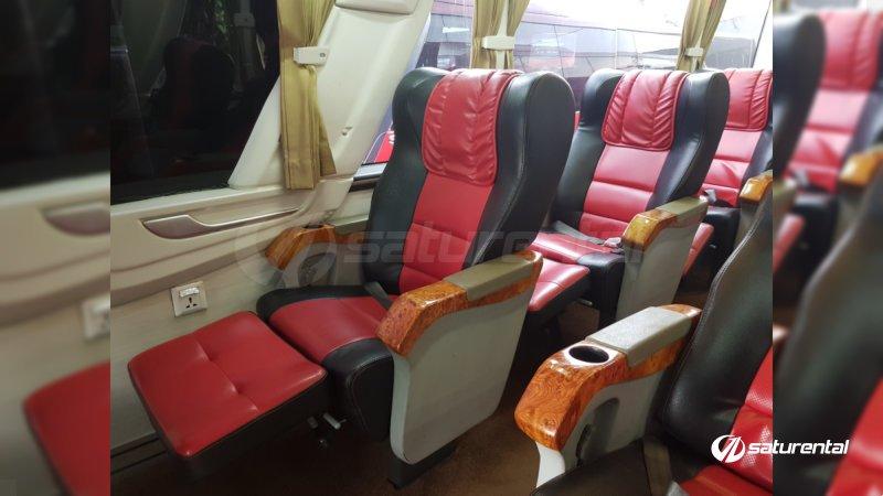 saturental - sewa bus pariwisata luxury manhattan interior 12 seats a