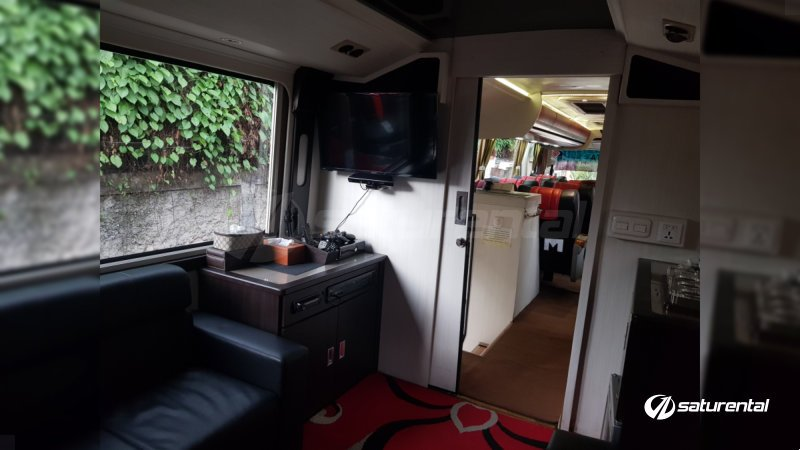 saturental - sewa bus pariwisata luxury manhattan interior 12 seats c