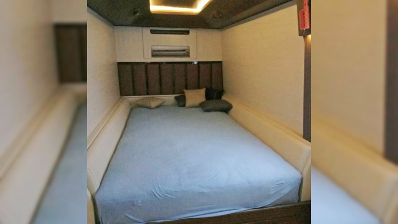 saturental - sewa bus pariwisata luxury royal java interior 20 seats b