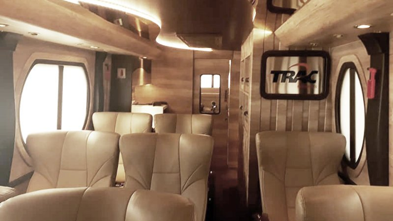 saturental - sewa bus pariwisata luxury trac astra interior 11 seats b