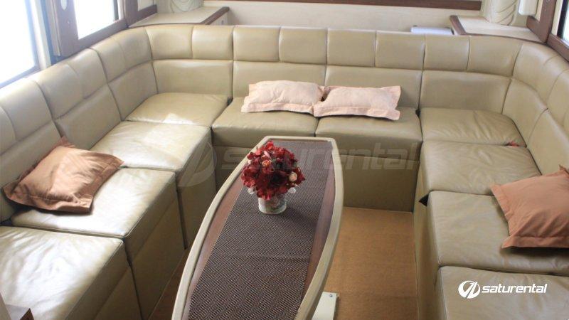 saturental - sewa bus pariwisata luxury weha one white horse interior 15 seats a